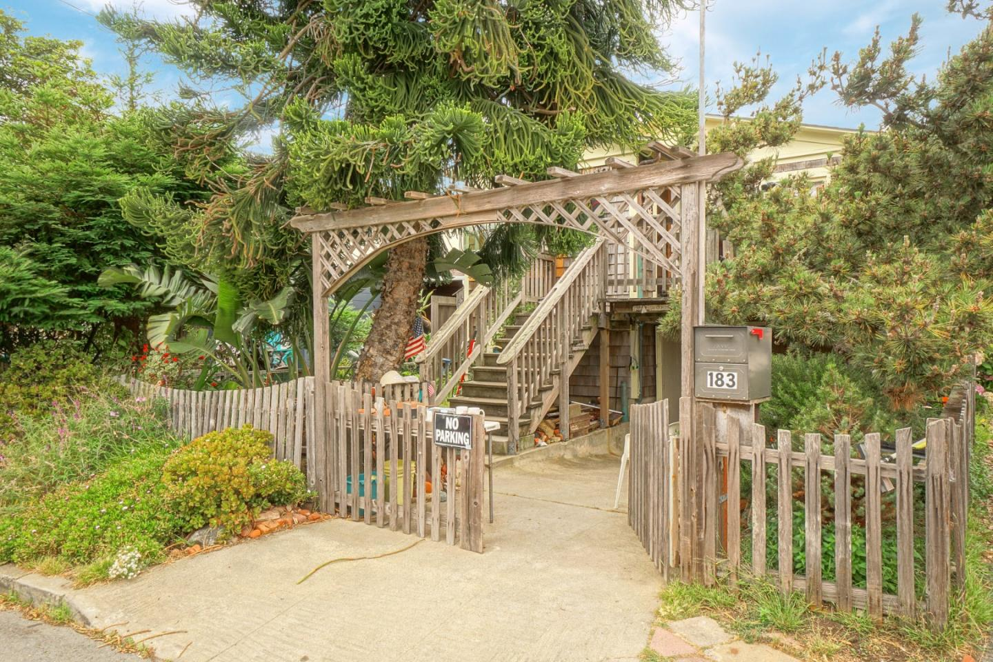 Detail Gallery Image 1 of 1 For 183 San Jose Ave, Pacifica, CA 94044 - 3 Beds | 1 Baths