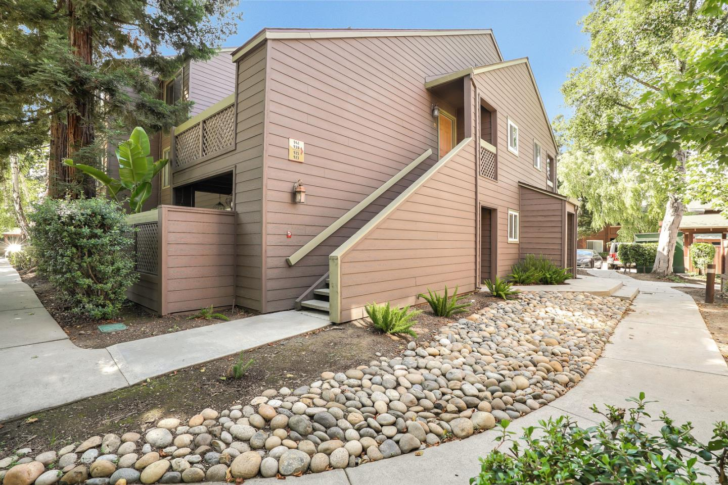 Detail Gallery Image 1 of 1 For 939 Catkin Ct, San Jose,  CA 95128 - 1 Beds   1 Baths
