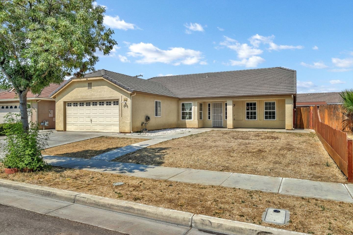 Detail Gallery Image 1 of 17 For 523 Lexington Ave, Los Banos, CA 93635 - 4 Beds | 2 Baths