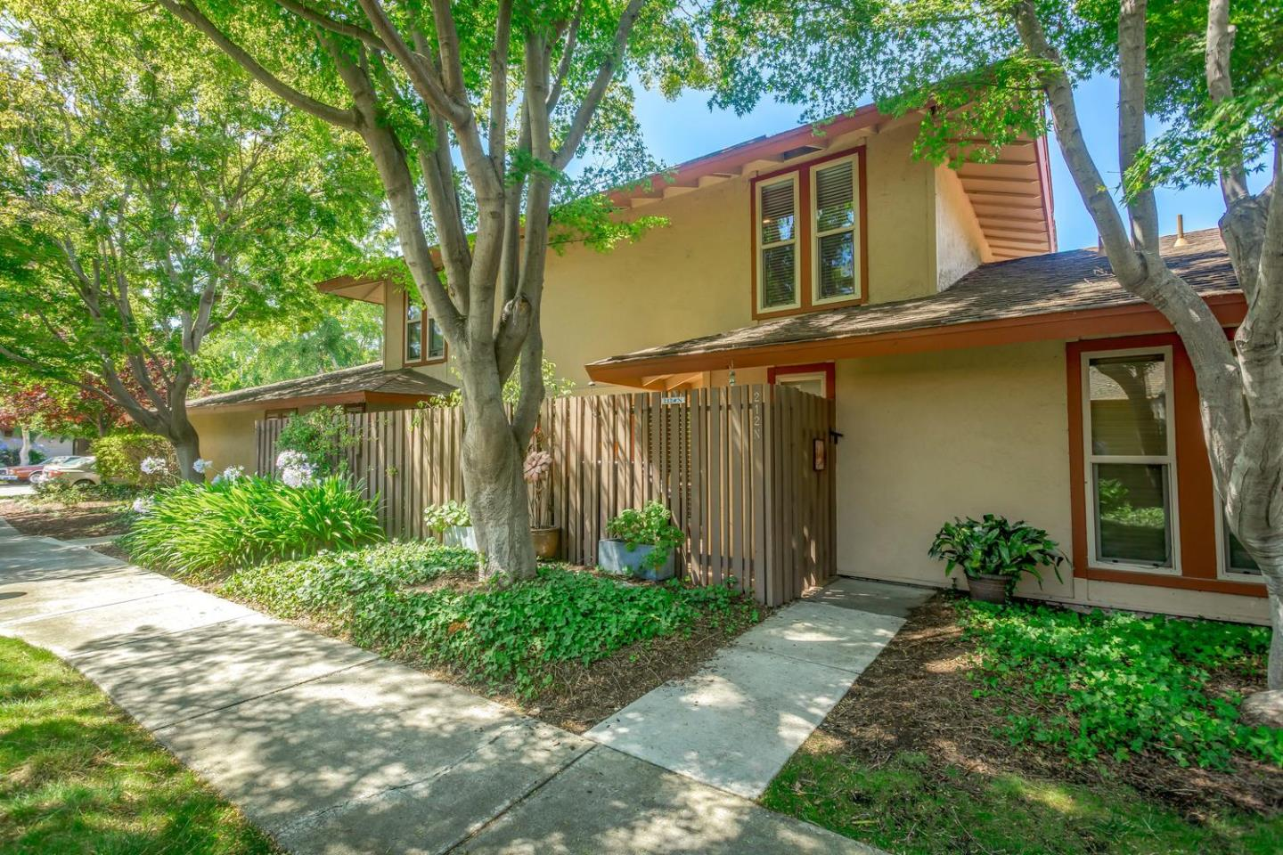 Detail Gallery Image 1 of 1 For 212 Red Oak Dr N, Sunnyvale, CA 94086 - 2 Beds | 1/1 Baths