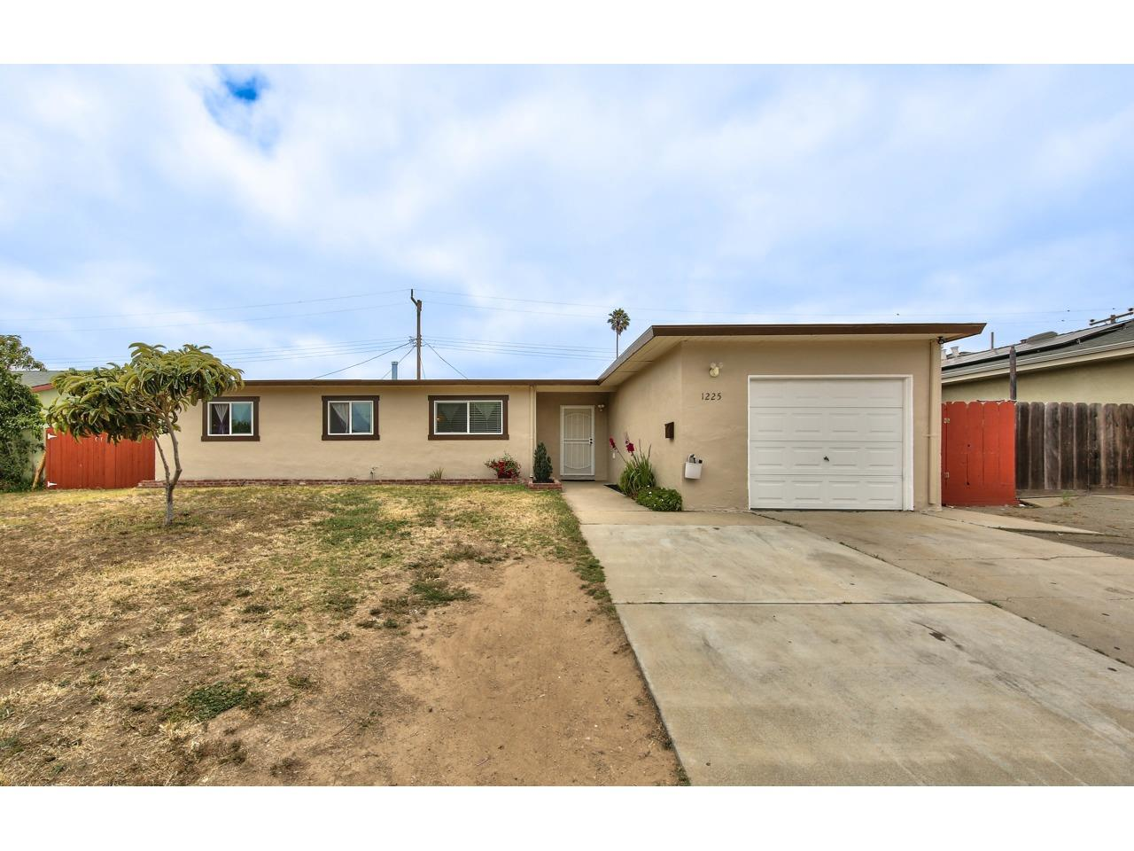 Detail Gallery Image 1 of 18 For 1225 Ramona Ave, Salinas, CA 93906 - 4 Beds | 2 Baths