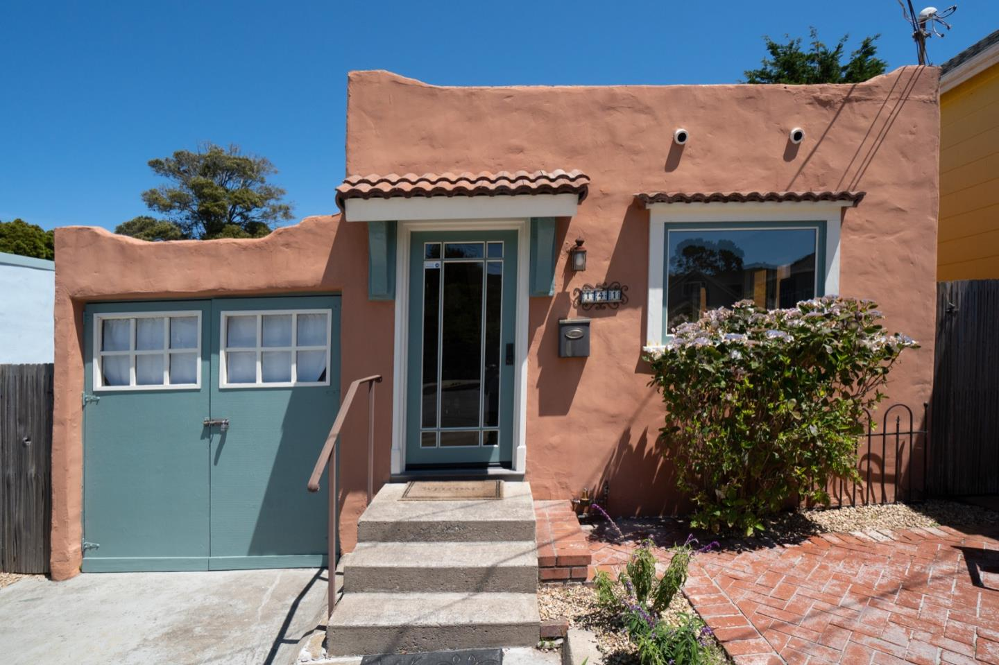 Detail Gallery Image 1 of 1 For 141 Carmel Ave, Pacific Grove, CA 93950 - 1 Beds | 1 Baths