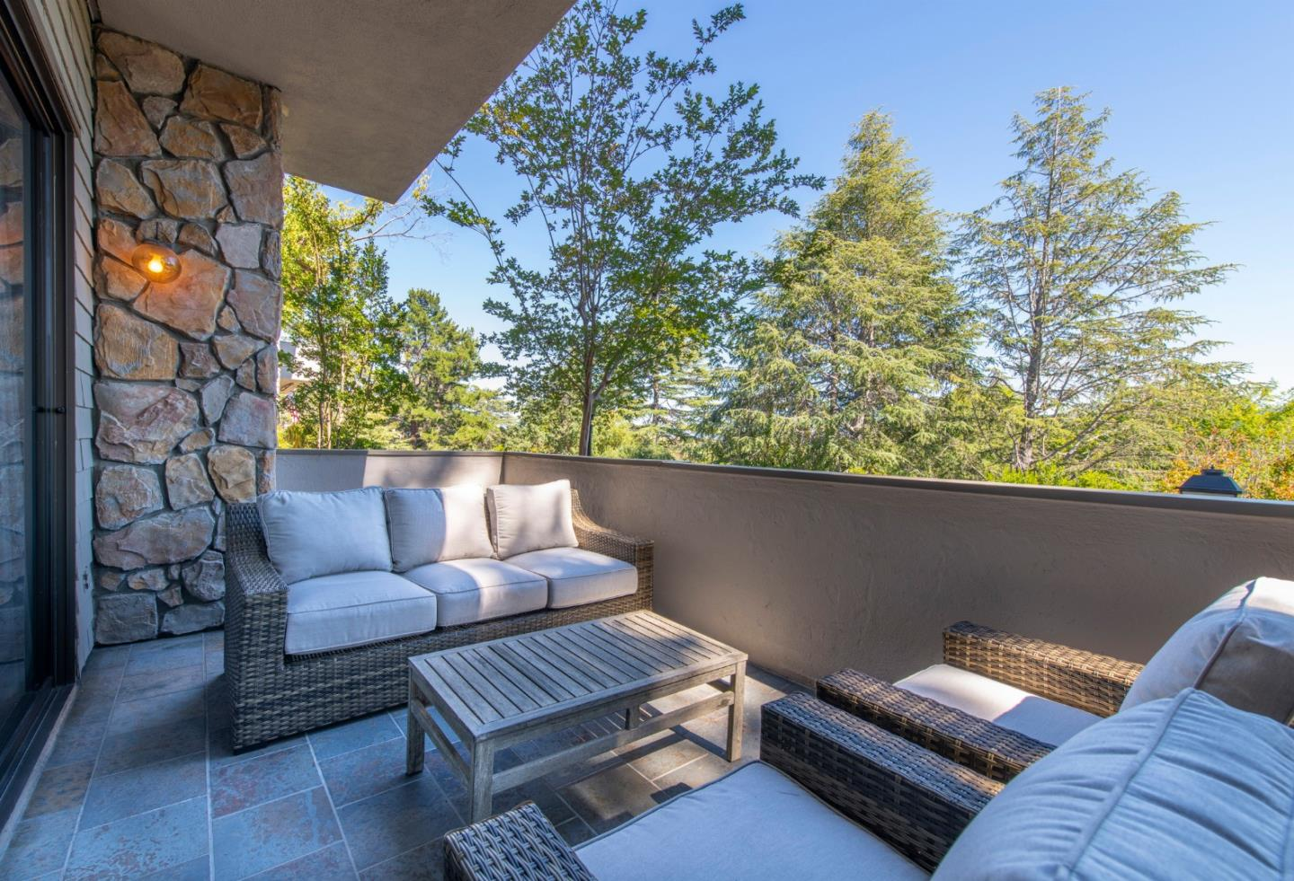 Detail Gallery Image 1 of 1 For 2 Mansion Ct #711,  Menlo Park,  CA 94025 - 3 Beds   3/1 Baths