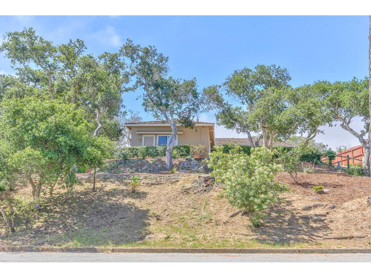 Detail Gallery Image 1 of 1 For 15220 Oak Hills Dr, Salinas,  CA 93907 - 3 Beds | 2 Baths