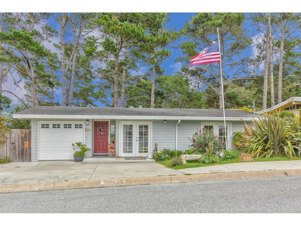 Detail Gallery Image 1 of 1 For 930 Syida Dr, Pacific Grove, CA 93950 - 3 Beds | 1 Baths
