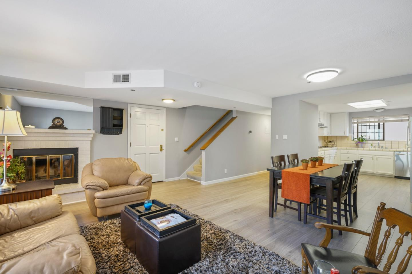 Detail Gallery Image 1 of 1 For 1432 San Carlos Ave #4, San Carlos, CA 94070 - 2 Beds | 2/1 Baths
