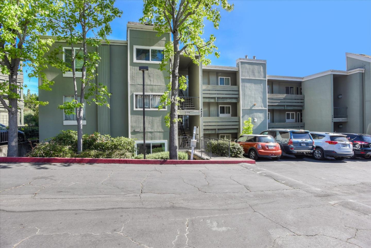 Detail Gallery Image 1 of 1 For 4004 Farm Hill Blvd #207, Redwood City, CA 94061 - 2 Beds | 1 Baths