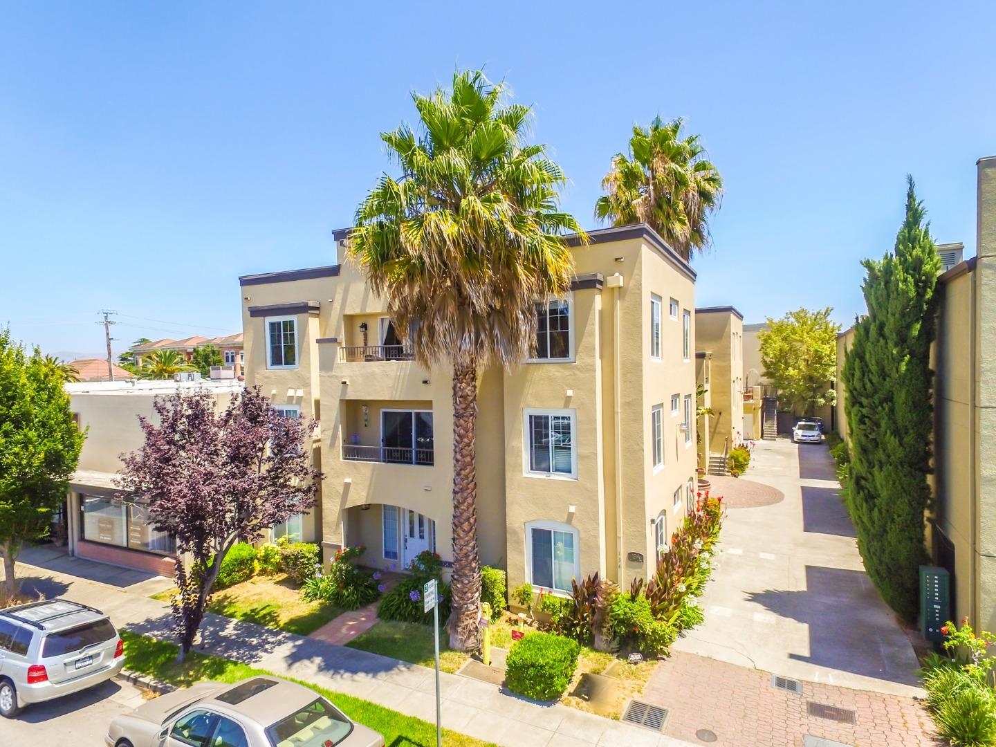 Detail Gallery Image 1 of 1 For 134 Carroll St #301, Sunnyvale, CA 94086 - 3 Beds | 2 Baths