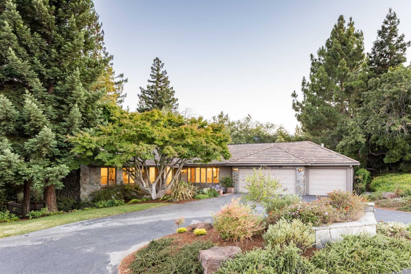Detail Gallery Image 1 of 1 For 24650 Voorhees Dr, Los Altos Hills, CA 94022 - 4 Beds | 4/1 Baths
