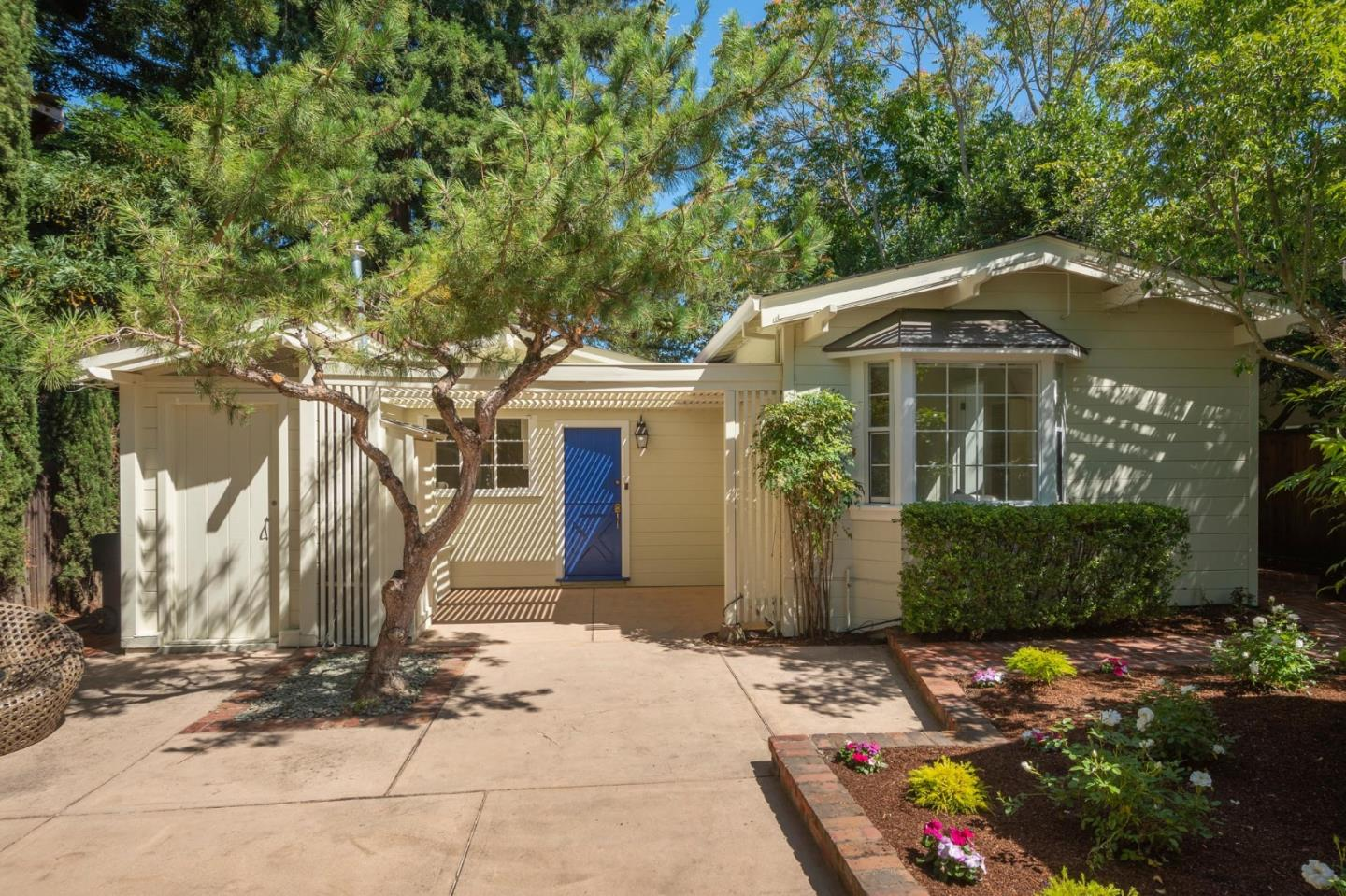 Detail Gallery Image 1 of 1 For 138 Coleridge Ave, Palo Alto, CA 94301 - 2 Beds | 2 Baths