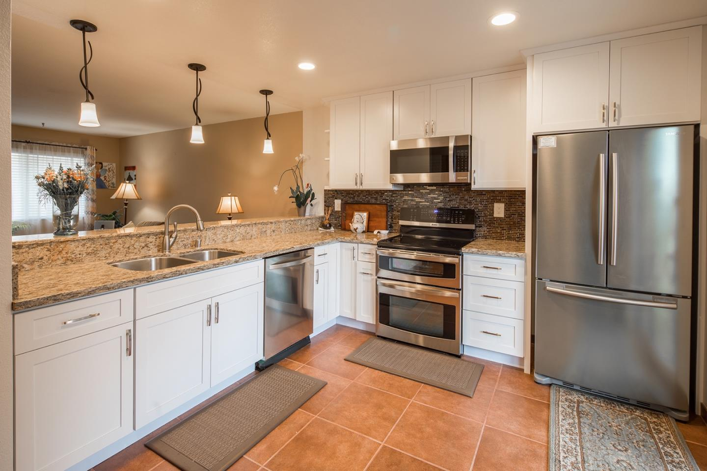 Detail Gallery Image 1 of 9 For 3095 Marina Dr #13, Marina, CA 93933 - 2 Beds | 2 Baths