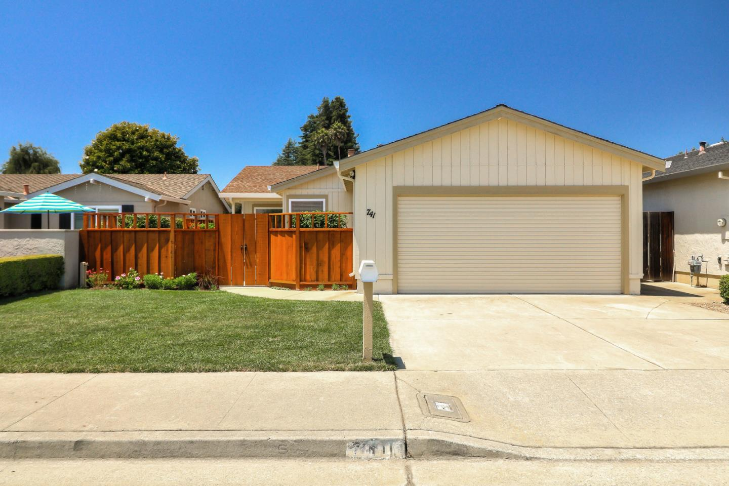 Detail Gallery Image 1 of 1 For 741 Cedar Dr, Watsonville, CA 95076 - 2 Beds | 2 Baths
