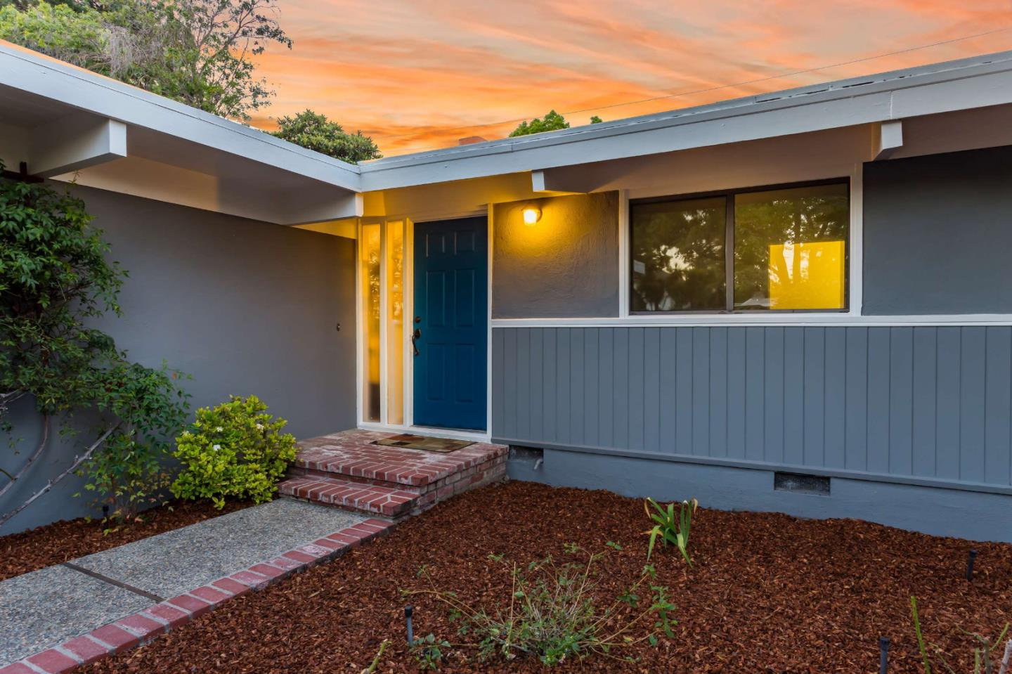 Detail Gallery Image 1 of 1 For 3827 Ross Rd, Palo Alto, CA 94303 - 3 Beds | 2 Baths