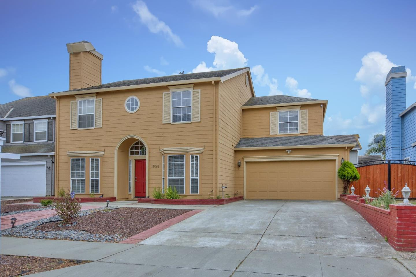 Detail Gallery Image 1 of 1 For 1950 Princeton Ct, Salinas, CA 93906 - 4 Beds   3 Baths