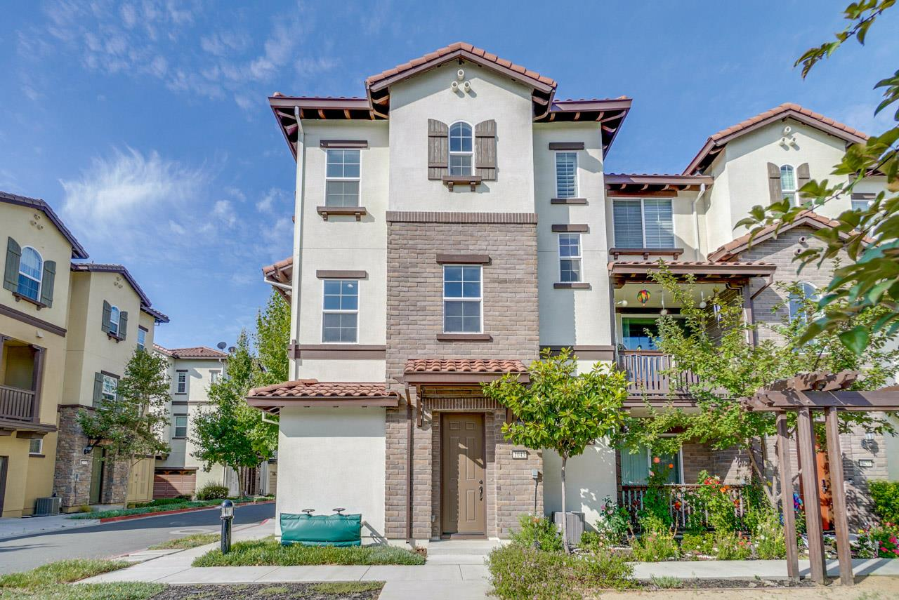 Detail Gallery Image 1 of 1 For 1043 White Peach Way, San Jose,  CA 95133 - 2 Beds   2/1 Baths