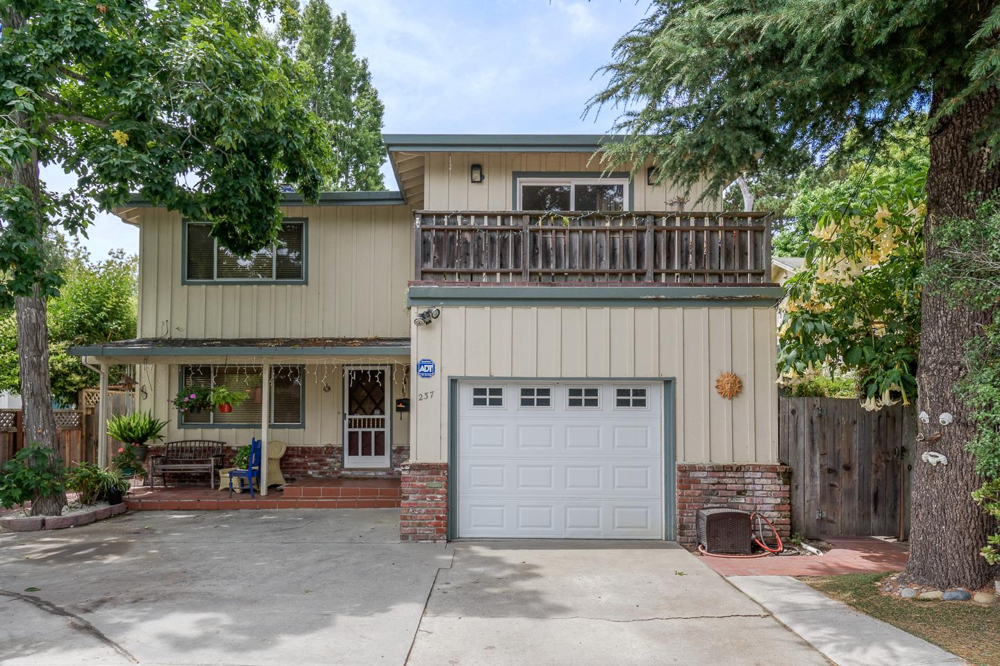 Detail Gallery Image 1 of 30 For 237 Seaside St, Santa Cruz, CA 95060 - 3 Beds | 2 Baths