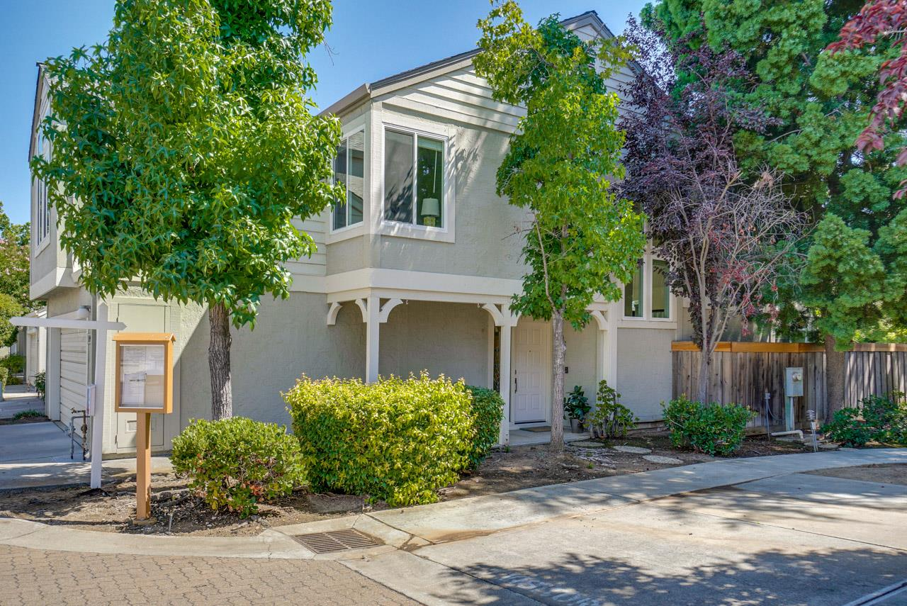 Detail Gallery Image 1 of 1 For 11440 Garden Terrace Dr, Cupertino, CA 95014 - 3 Beds | 2/1 Baths