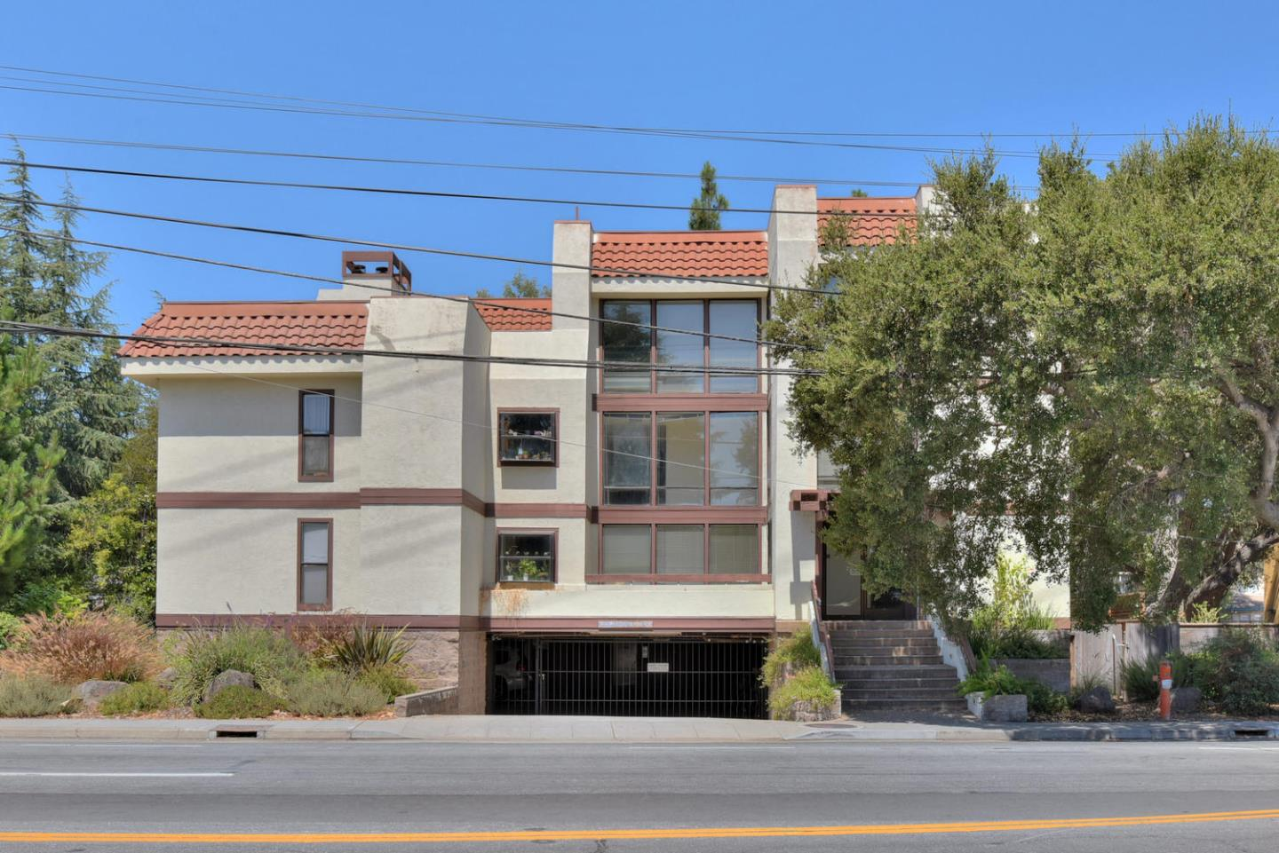 Detail Gallery Image 1 of 18 For 496 W Charleston Rd #102, Palo Alto, CA 94306 - 3 Beds | 2 Baths