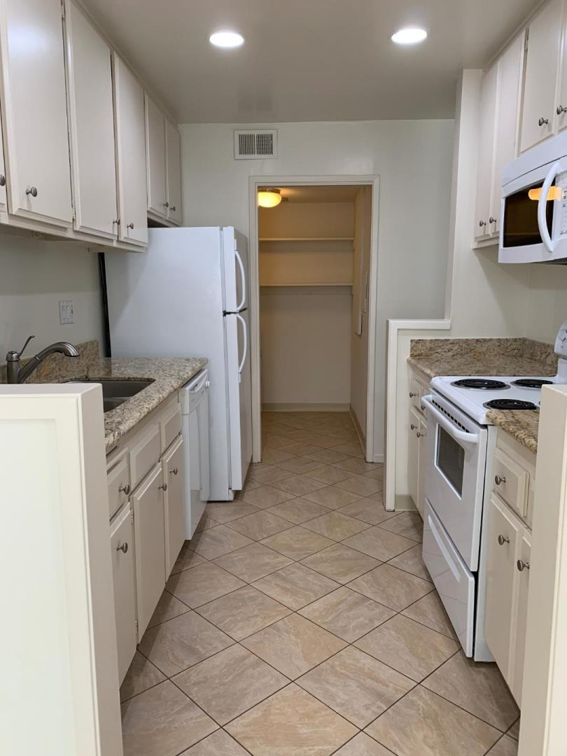 Detail Gallery Image 1 of 11 For 3337 Brittan Ave #8, San Carlos, CA 94070 - 3 Beds | 2 Baths