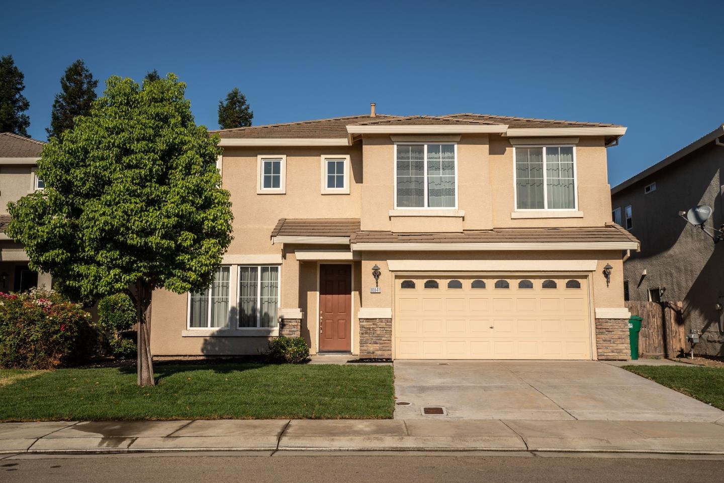 Detail Gallery Image 1 of 1 For 10841 Brookfield Ave, Stockton,  CA 95209 - 5 Beds   3 Baths