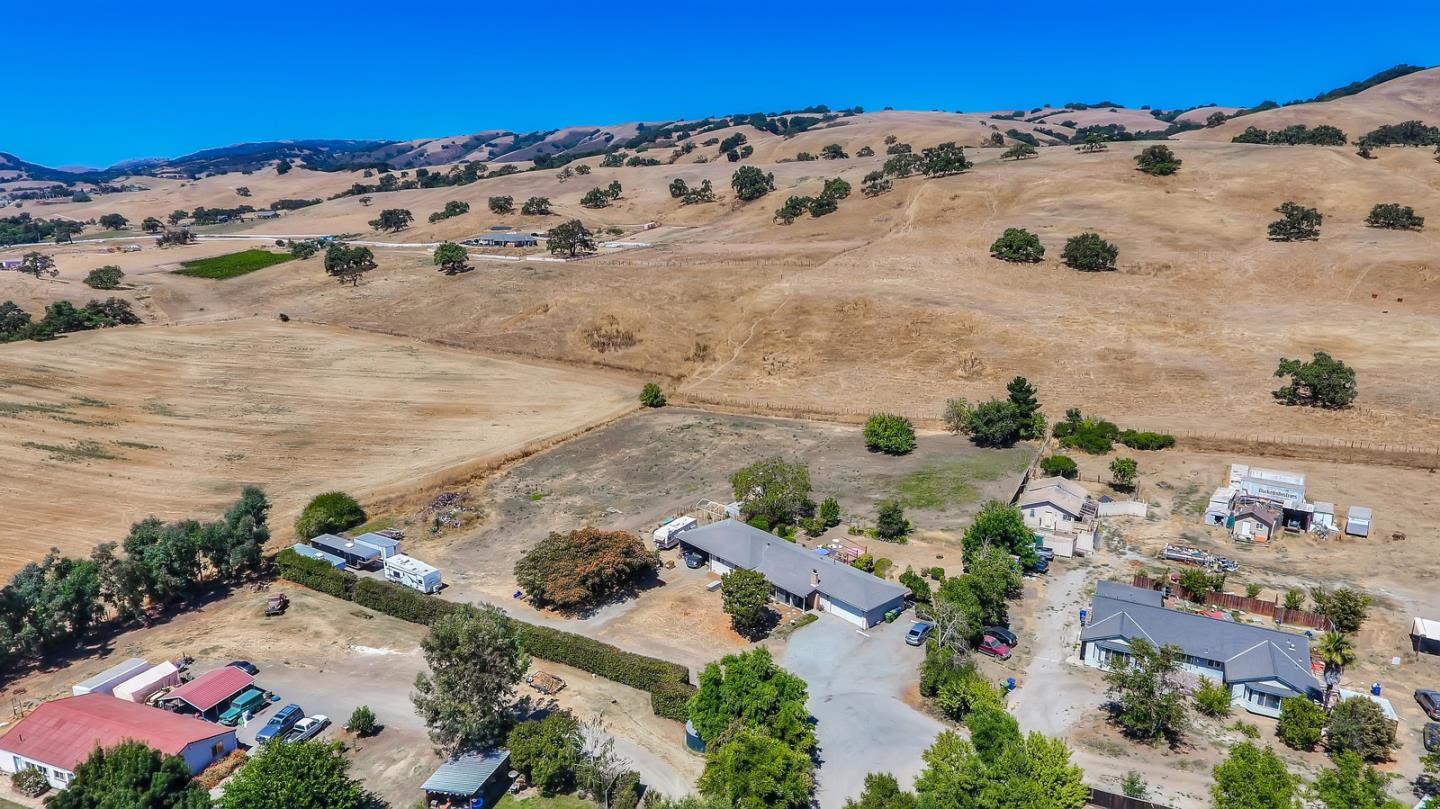 Detail Gallery Image 1 of 1 For 7010 Daniel Ct, Gilroy,  CA 95020 - 3 Beds   2 Baths