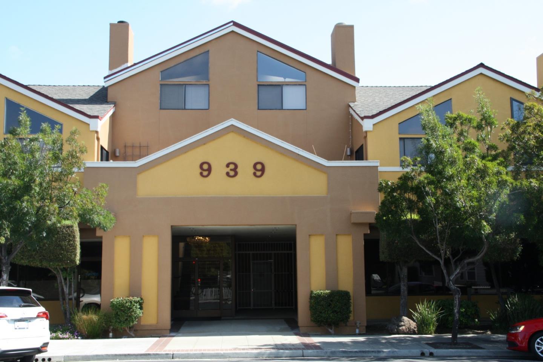 Detail Gallery Image 1 of 35 For 939 Laurel St #201, San Carlos, CA 94070 - 2 Beds | 2 Baths