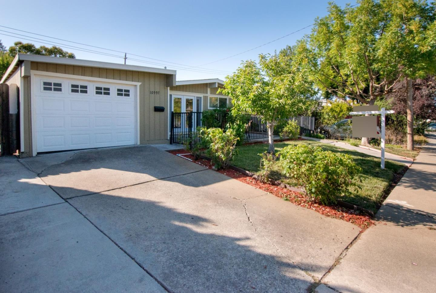 Detail Gallery Image 1 of 1 For 10597 Gascoigne Dr, Cupertino, CA 95014 - 3 Beds | 2 Baths