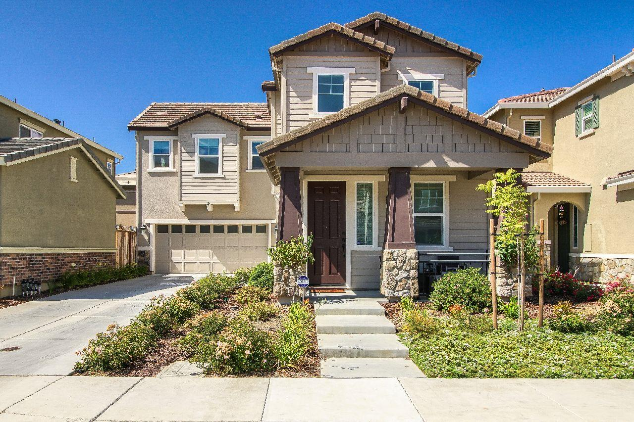 Detail Gallery Image 1 of 1 For 2541 Apricot Way, Gilroy,  CA 95020 - 3 Beds | 2/1 Baths