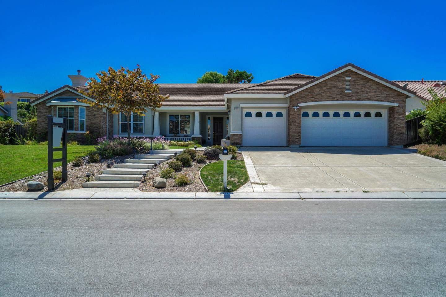 Detail Gallery Image 1 of 1 For 1305 Quail Ridge Way, Hollister, CA 95023 - 4 Beds | 2/1 Baths
