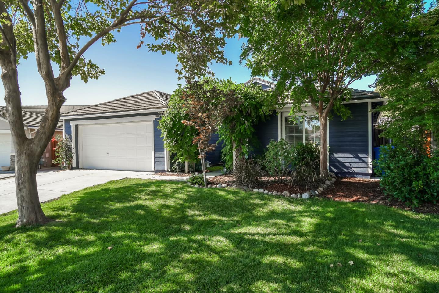 Detail Gallery Image 1 of 1 For 1070 Marne Dr, Hollister, CA 95023 - 3 Beds   2 Baths