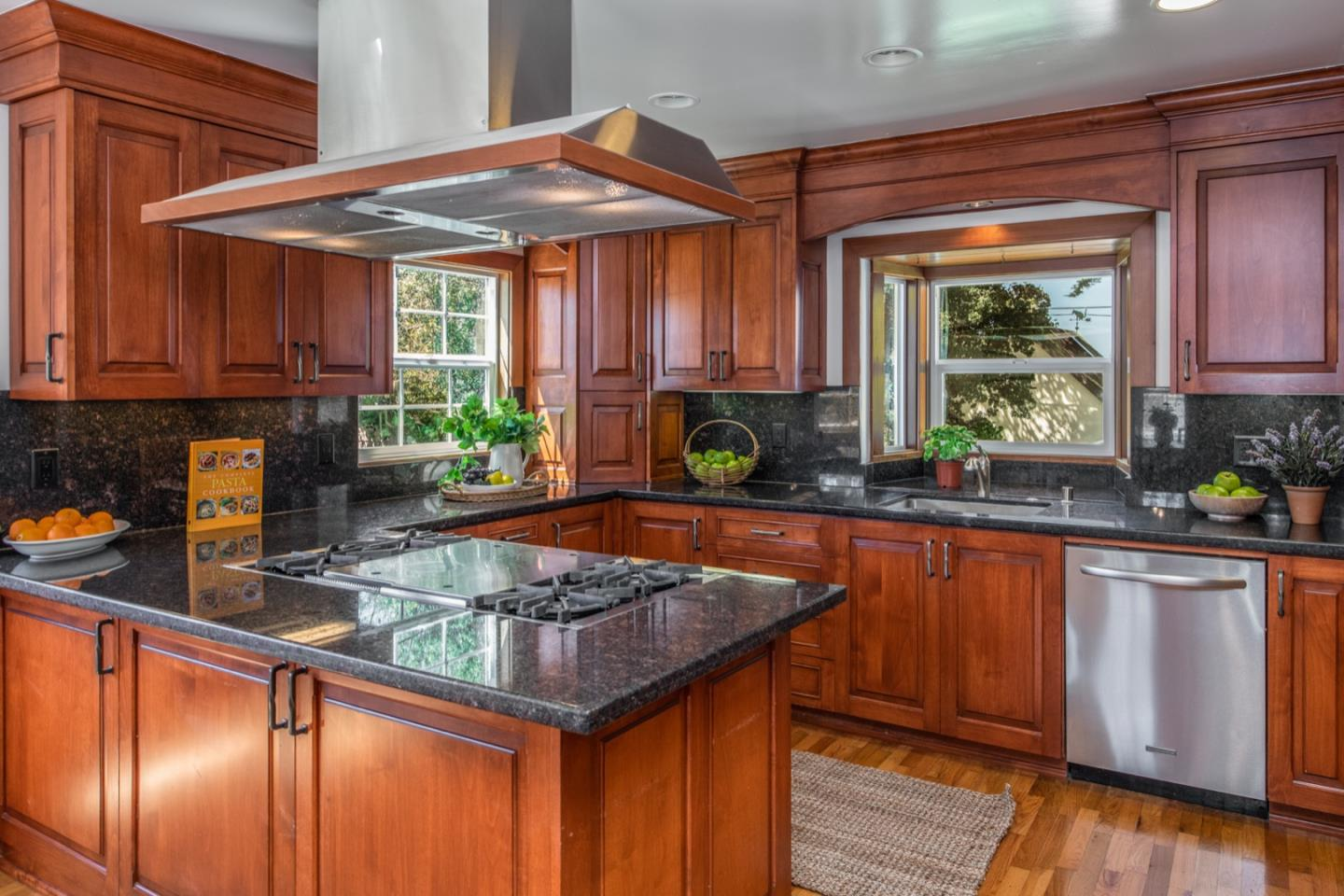 626 Hillcrest AVE Pacific Grove, CA 93950