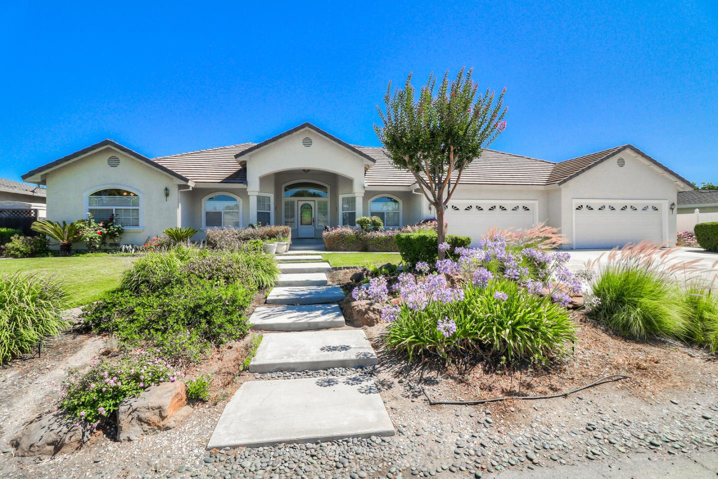 297 Marks Drive Hollister, CA 95023