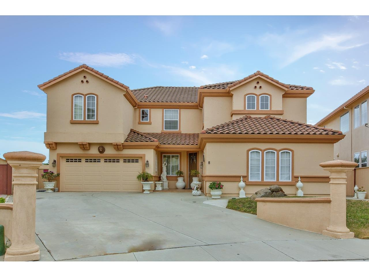 Detail Gallery Image 1 of 1 For 8 Kent Cir, Salinas,  CA 93906 - 6 Beds | 3/1 Baths