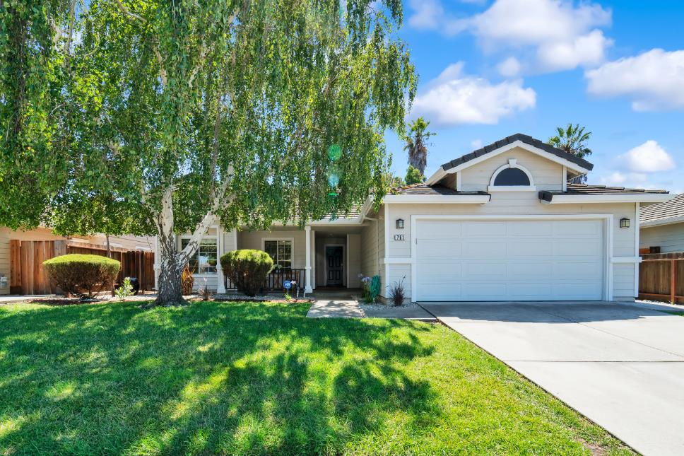 Detail Gallery Image 1 of 1 For 761 Del Mar Dr, Hollister, CA 95023 - 4 Beds | 2 Baths