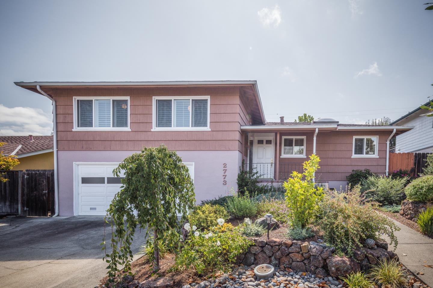 Detail Gallery Image 1 of 16 For 2773 Medford Ave, Redwood City, CA 94061 - 3 Beds | 2 Baths
