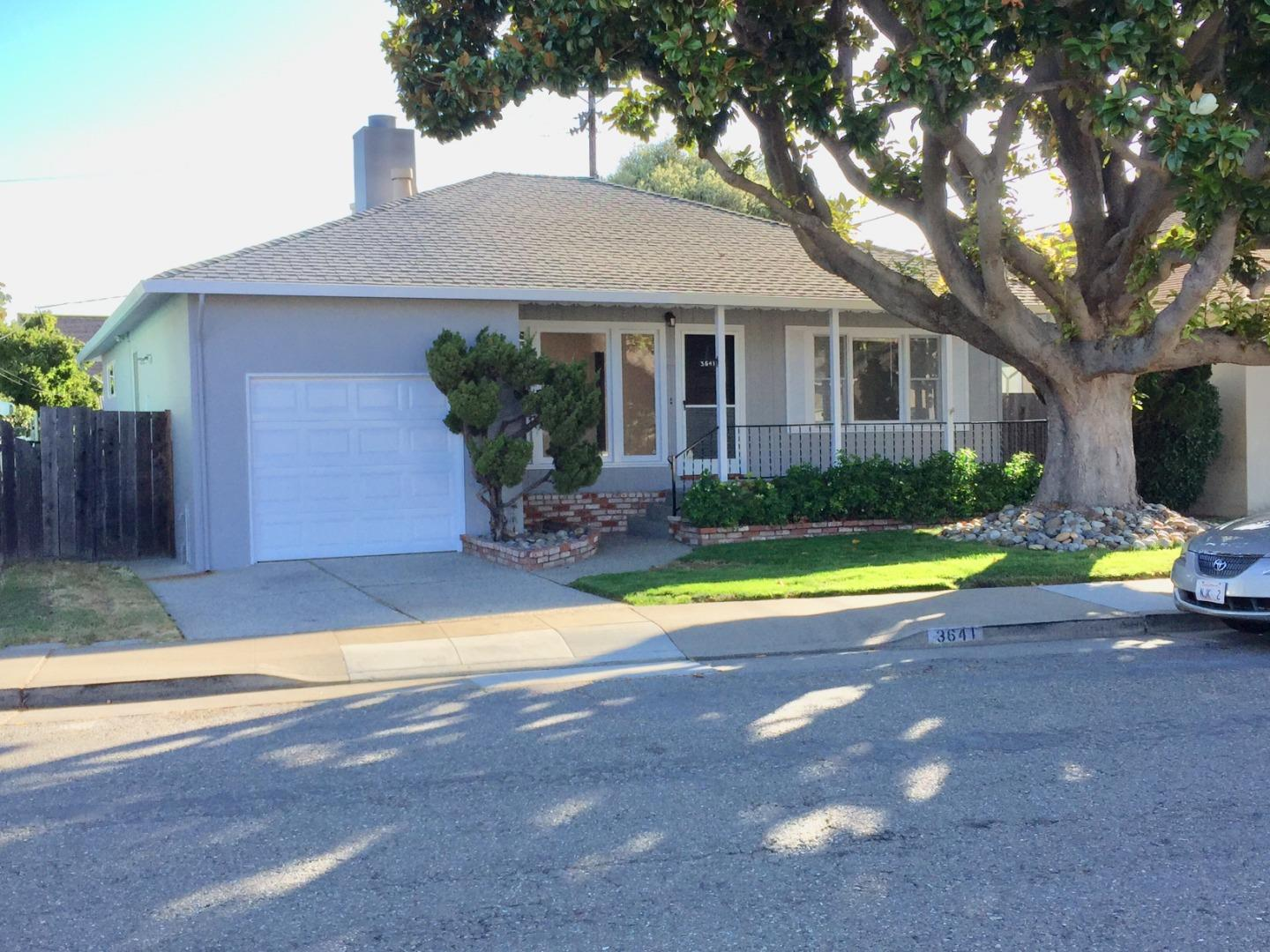 Detail Gallery Image 1 of 36 For 3641 San Benito St, San Mateo, CA 94403 - 3 Beds   2 Baths