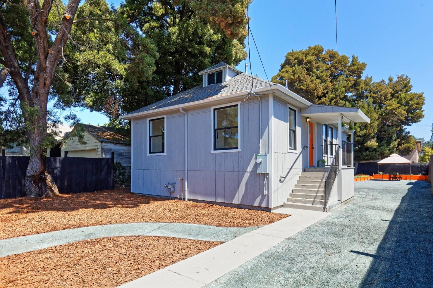Detail Gallery Image 1 of 20 For 9424 Sunnyside St, Oakland, CA 94603 - 2 Beds | 2 Baths