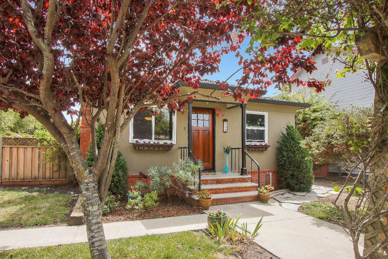 Detail Gallery Image 1 of 1 For 332 Central Ave, Half Moon Bay,  CA 94019 - 2 Beds | 1 Baths