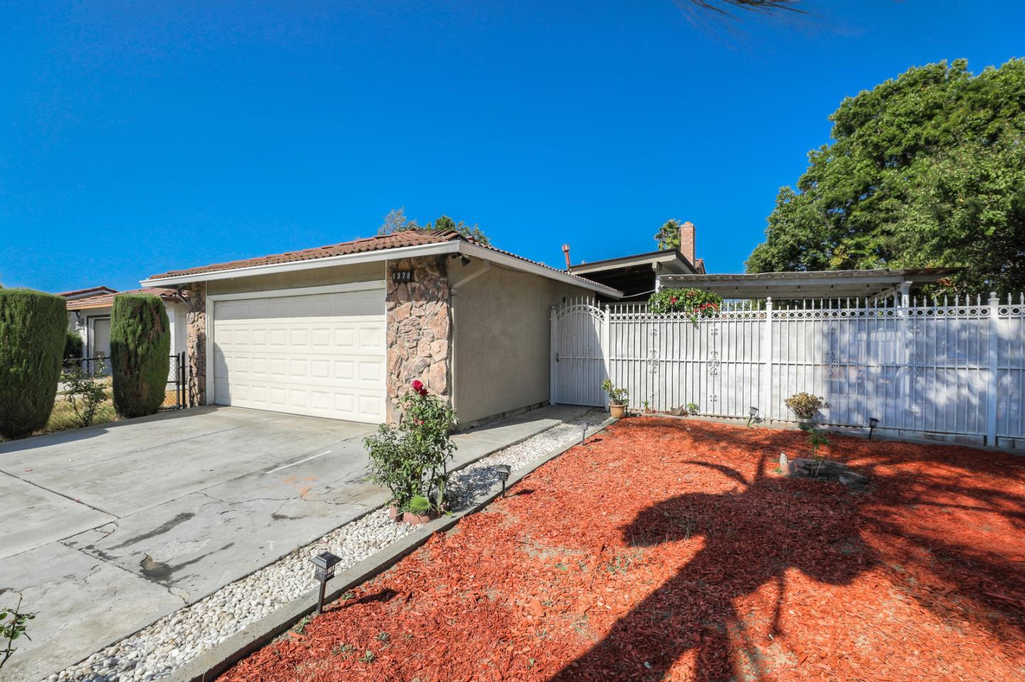 Detail Gallery Image 1 of 36 For 1578 Roberts Ave, San Jose, CA 95122 - 3 Beds | 2 Baths