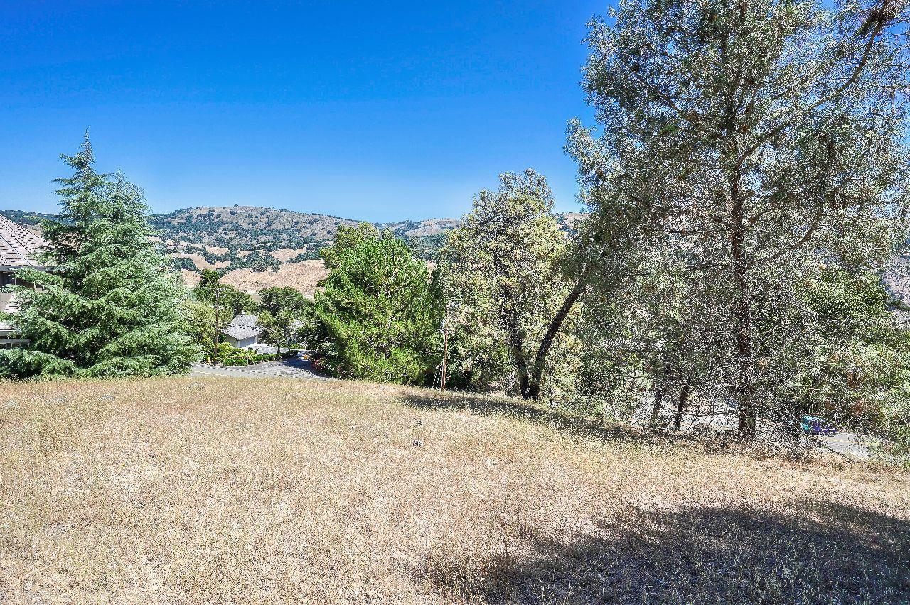 Detail Gallery Image 1 of 30 For 17381 Holiday Dr, Morgan Hill, CA 95037 - – Beds | – Baths