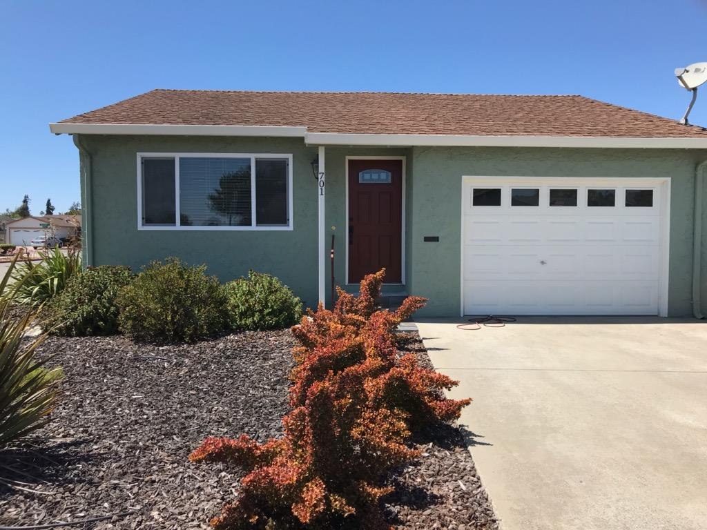 Detail Gallery Image 1 of 21 For 701 Almond Dr, Watsonville, CA 95076 - 2 Beds | 2 Baths
