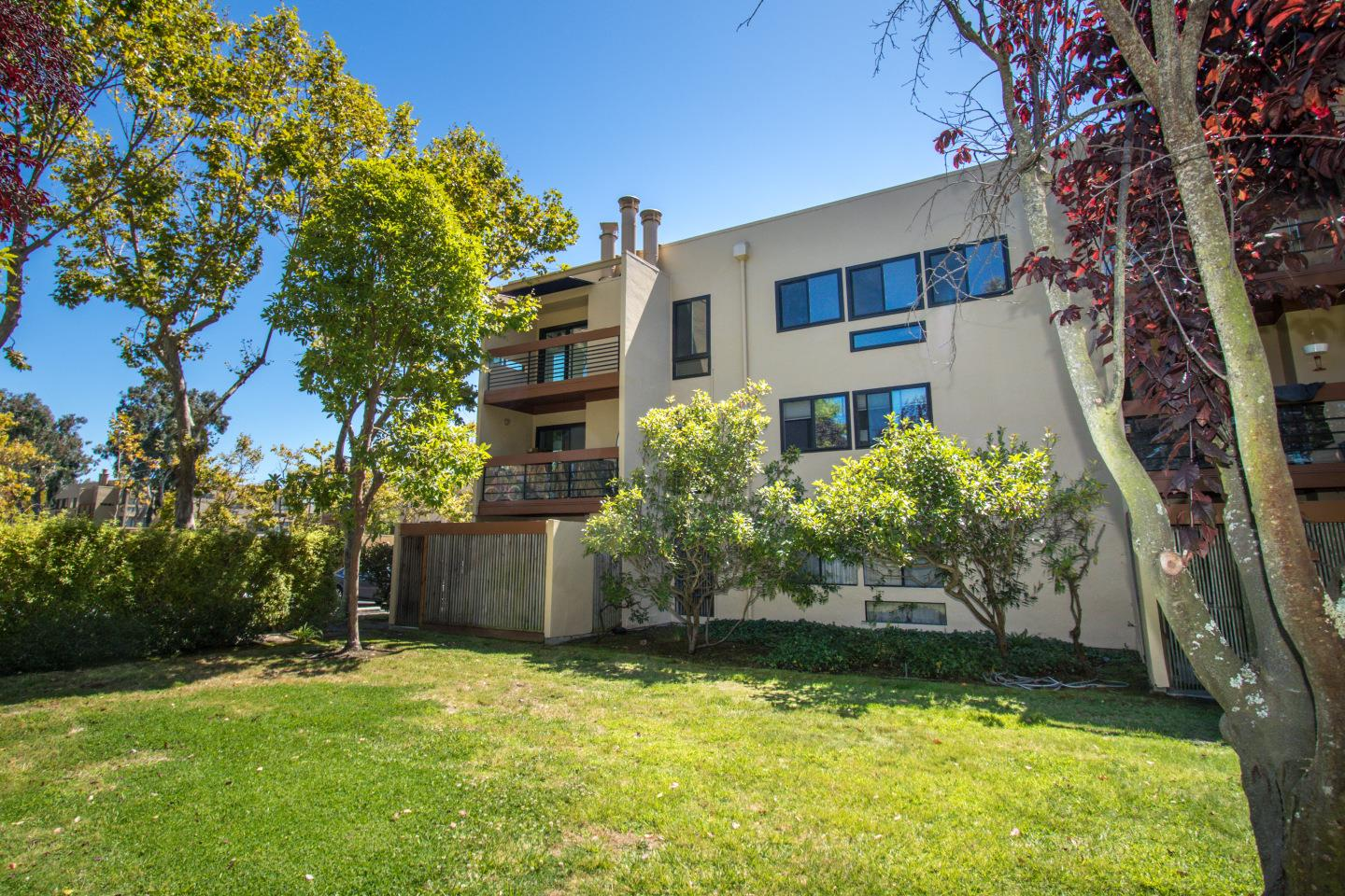 Detail Gallery Image 1 of 34 For 910 Beach Park Blvd #105, Foster City, CA 94404 - 2 Beds | 2 Baths