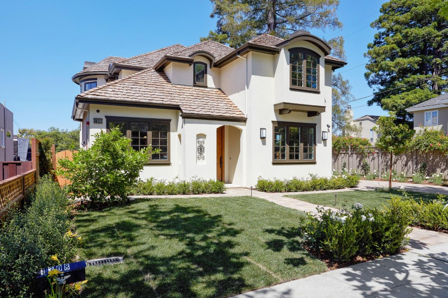 Detail Gallery Image 1 of 1 For 1308 Castillo Ave, Burlingame,  CA 94010 - 4 Beds   3 Baths