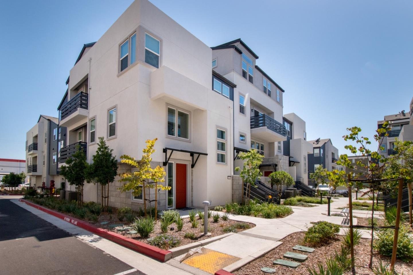 Detail Gallery Image 1 of 16 For 1819 Sable Pl, San Jose, CA 95133 - 3 Beds | 2 Baths