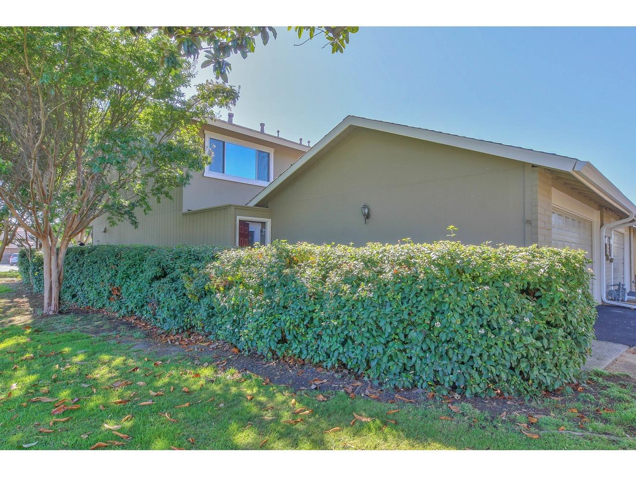 Detail Gallery Image 1 of 1 For 19301 Creekside Cir, Salinas,  CA 93908 - 3 Beds | 2/1 Baths