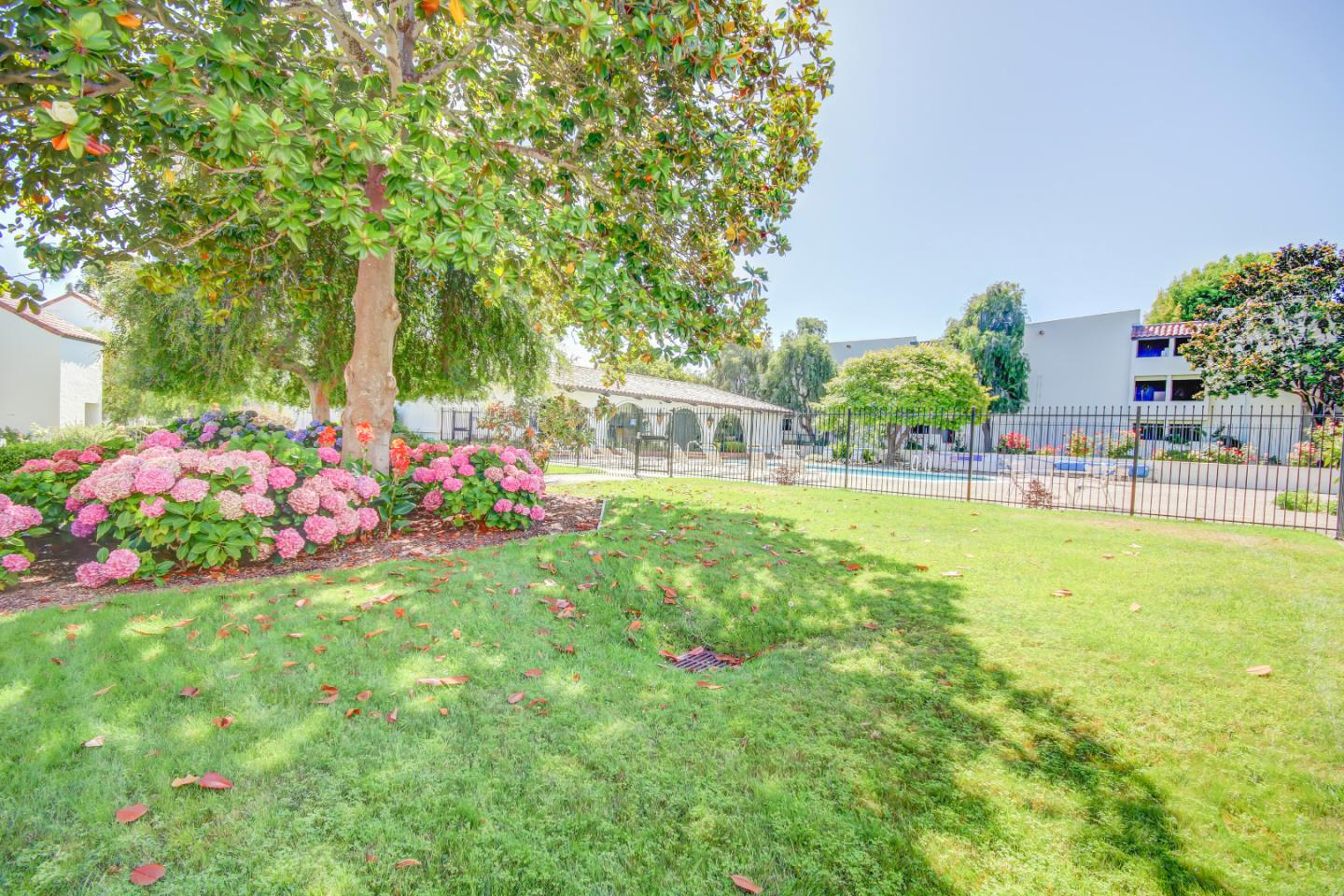 Detail Gallery Image 1 of 1 For 500 Glenwood Cir #124, Monterey, CA 93940 - 1 Beds | 1 Baths