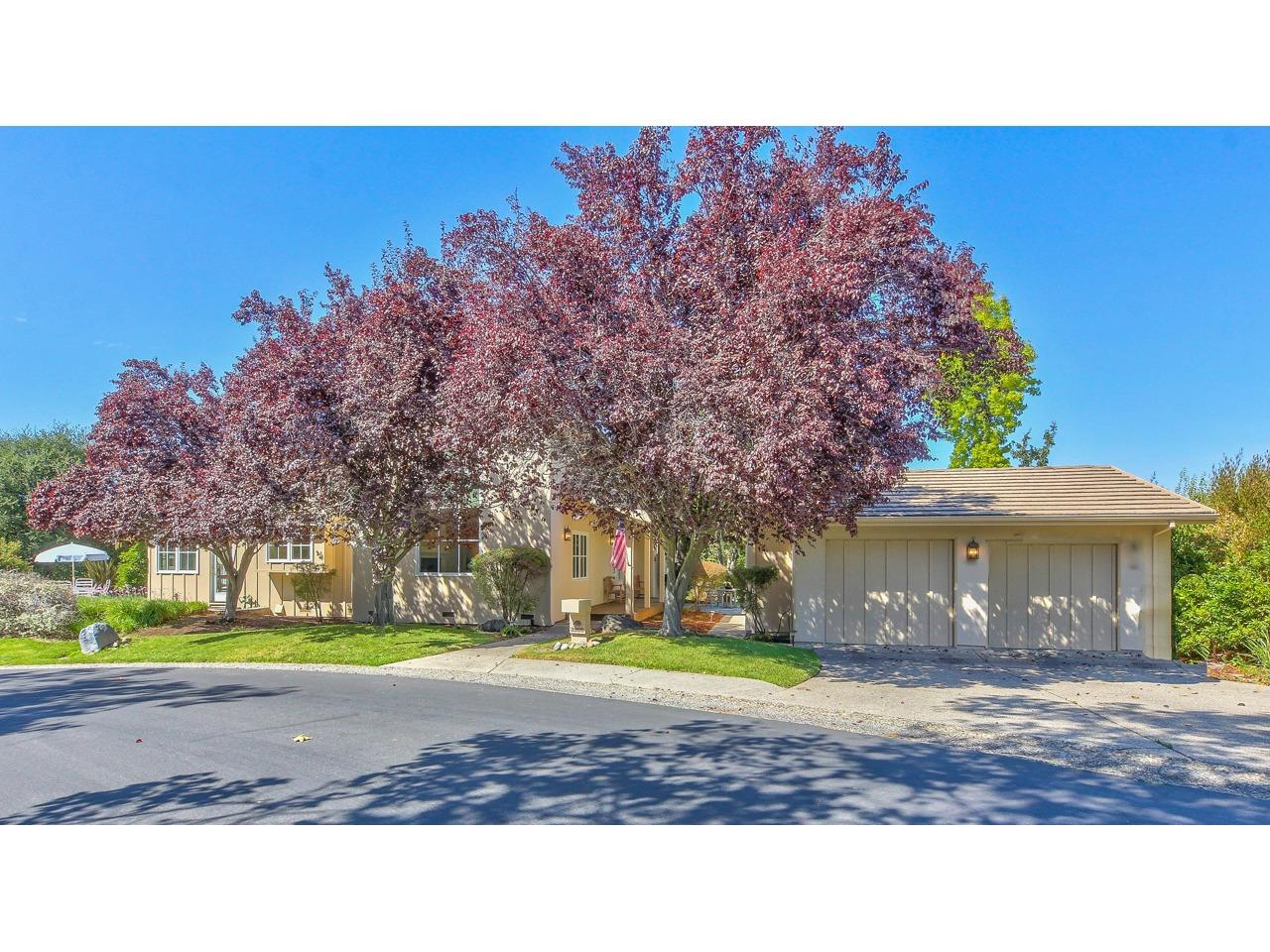 Detail Gallery Image 1 of 39 For 25616 Creekview Cir, Salinas, CA 93908 - 3 Beds   2/1 Baths