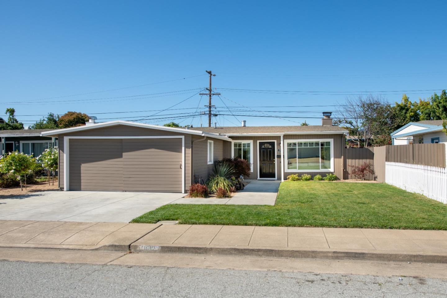 Detail Gallery Image 1 of 1 For 1612 Dix St, San Mateo, CA 94401 - 3 Beds | 2 Baths