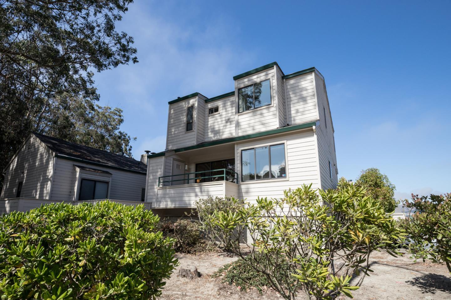 Detail Gallery Image 1 of 27 For 37 Appian Way A, South San Francisco, CA 94080 - 2 Beds | 2/1 Baths