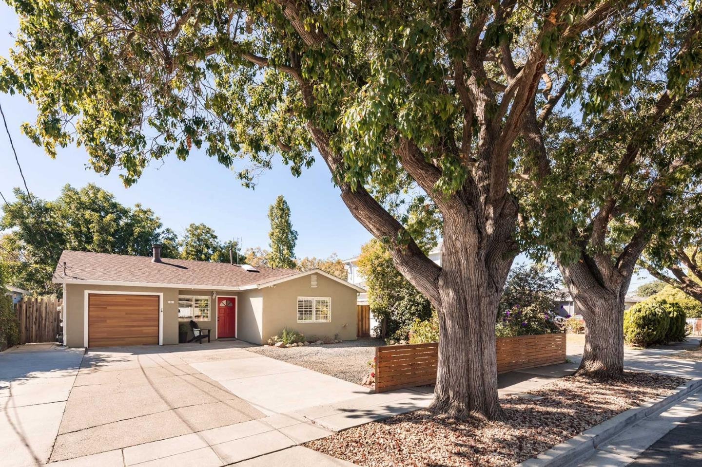 Detail Gallery Image 1 of 1 For 1321 Carlton Ave, Menlo Park,  CA 94025 - 3 Beds | 2 Baths